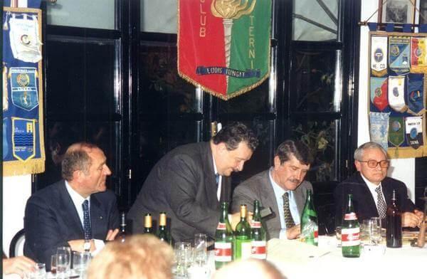 Lamberto Benvenuti con il sindaco Gianfranco Ciaurro, Renzo Nicolini e Renato Gribaudo